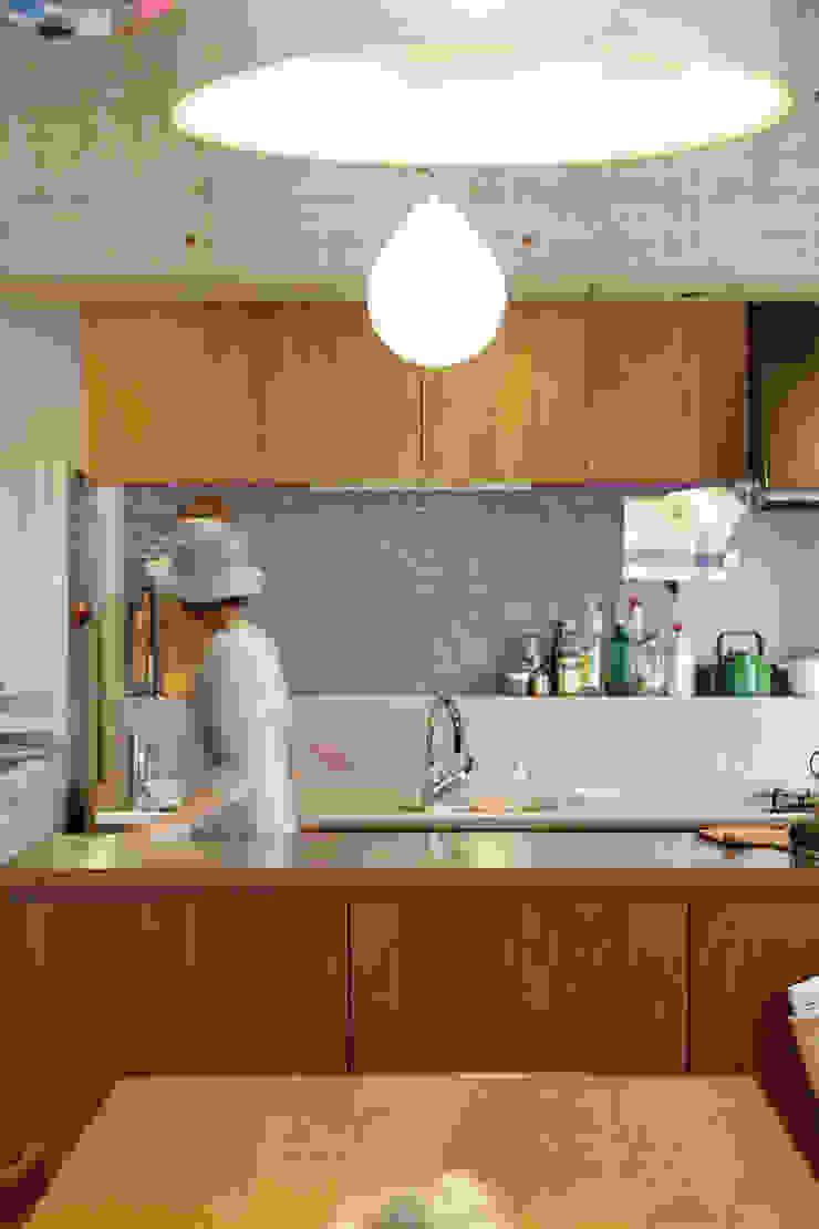 テーブルを囲む家 インダストリアルデザインの キッチン の ELD INTERIOR PRODUCTS インダストリアル