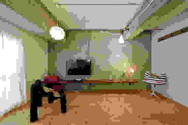 テーブルを囲む家 インダストリアルデザインの リビング の ELD INTERIOR PRODUCTS インダストリアル