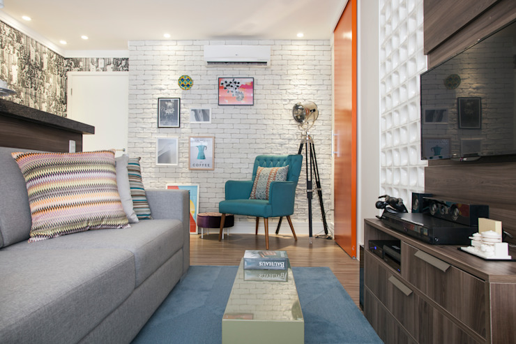 Biarari e Rodrigues Arquitetura e Interiores Living roomSofas & armchairs Wood Orange