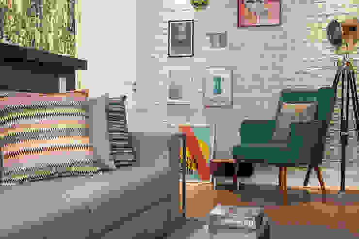 Sala de estar por Biarari e Rodrigues Arquitetura e Interiores Moderno Cerâmica