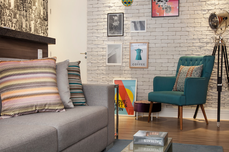 Sala de estar  por Biarari e Rodrigues Arquitetura e Interiores,