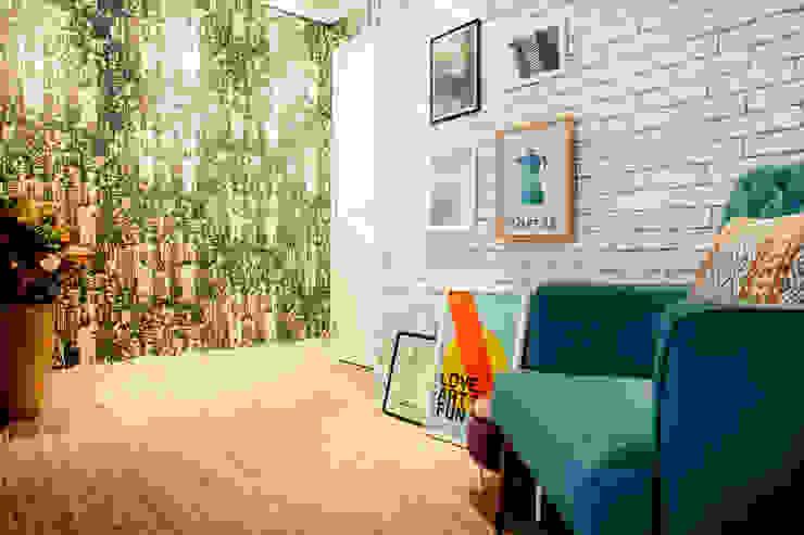 de Biarari e Rodrigues Arquitetura e Interiores Moderno Madera Acabado en madera
