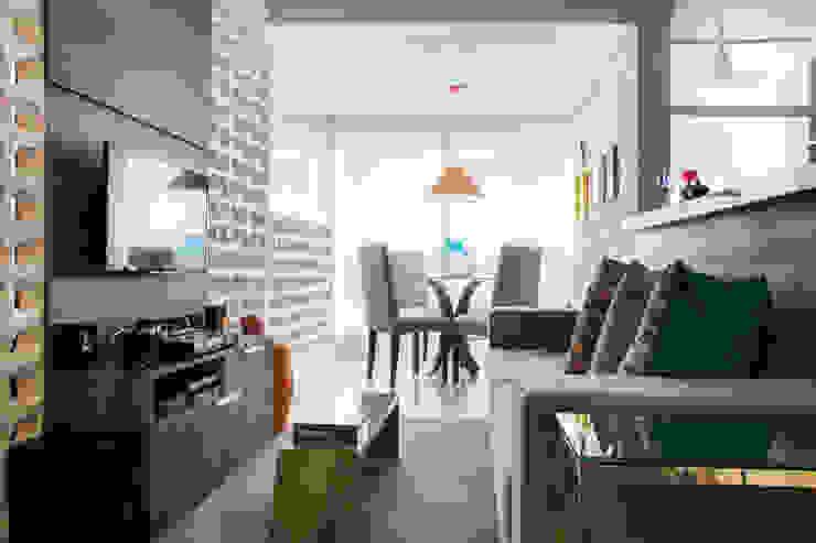 Sala de jantar por Biarari e Rodrigues Arquitetura e Interiores Moderno Madeira Efeito de madeira