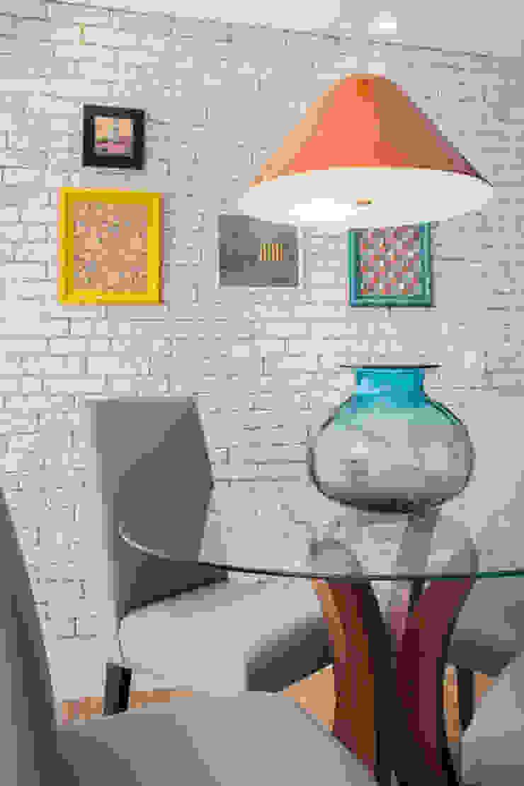 Biarari e Rodrigues Arquitetura e Interiores Dining roomTables Wood Blue