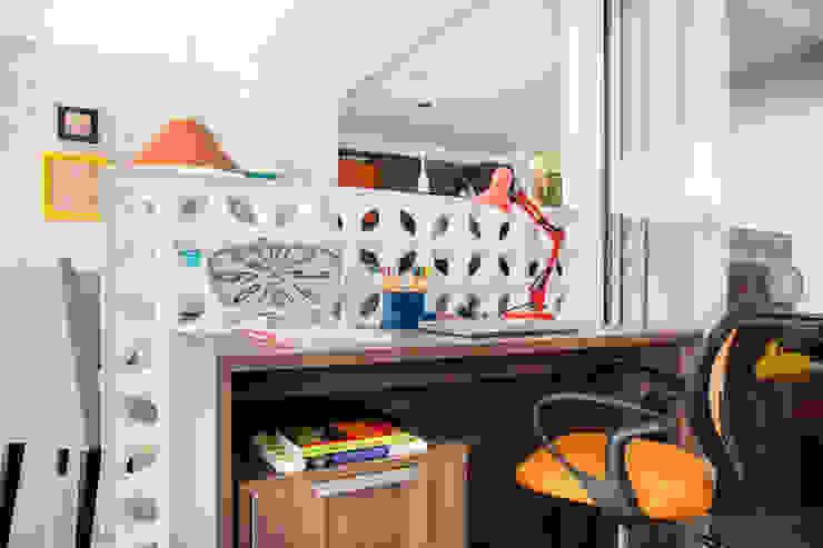 Escritório por Biarari e Rodrigues Arquitetura e Interiores Moderno Cerâmica