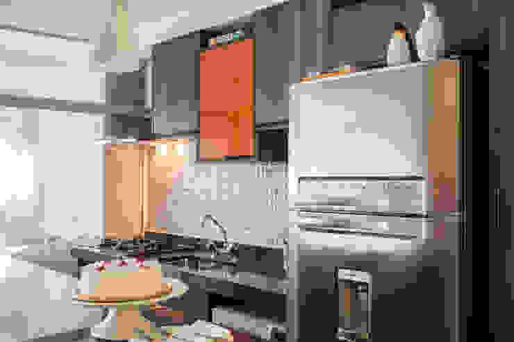 Biarari e Rodrigues Arquitetura e Interiores KitchenCabinets & shelves MDF Orange