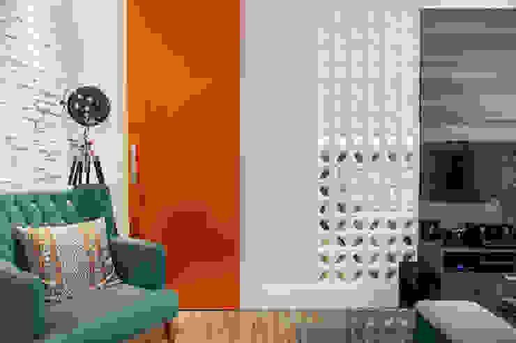 Biarari e Rodrigues Arquitetura e Interiores Living roomTV stands & cabinets Ceramic Orange