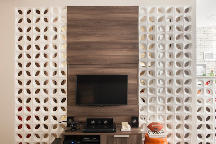 Biarari e Rodrigues Arquitetura e Interiores Living roomTV stands & cabinets MDF Brown