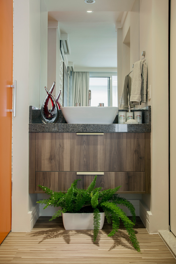 Biarari e Rodrigues Arquitetura e Interiores BathroomSinks Marble Brown