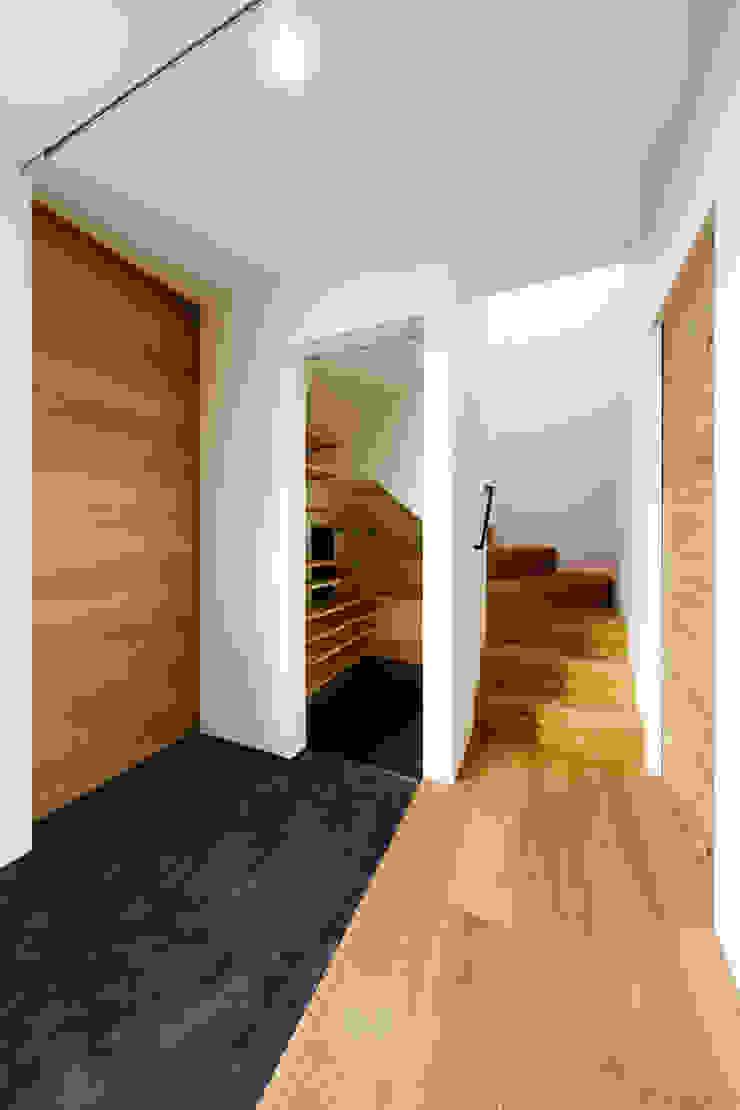haus-turf 北欧スタイルの 玄関&廊下&階段 の 一級建築士事務所haus 北欧