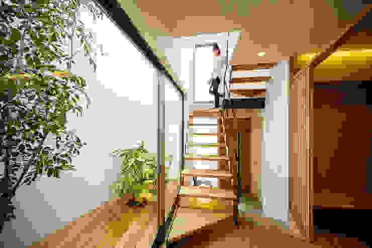 bent: 一級建築士事務所hausが手掛けた廊下 & 玄関です。,北欧