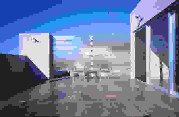TERRACE | 百日紅の家 | RC造高級注文住宅 モダンデザインの テラス の Mアーキテクツ|高級邸宅 豪邸 注文住宅 別荘建築 LUXURY HOUSES | M-architects モダン