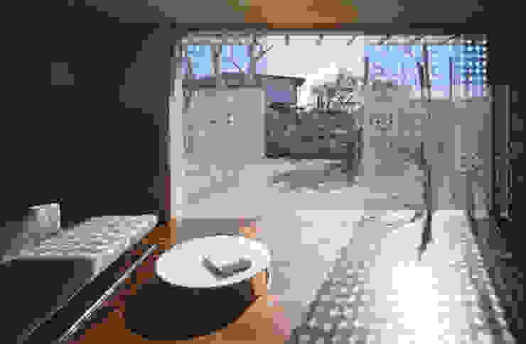 Salon de style  par Mアーキテクツ 高級邸宅 豪邸 注文住宅 別荘建築 LUXURY HOUSES   M-architects, Moderne
