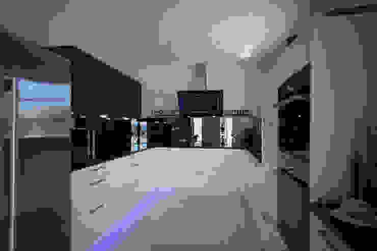 Moderne keukens van ELK Fertighaus GmbH Modern