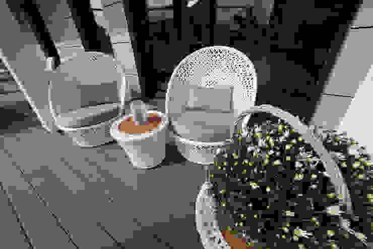 ELK Fertighaus GmbH 陽台、門廊與露臺 家具