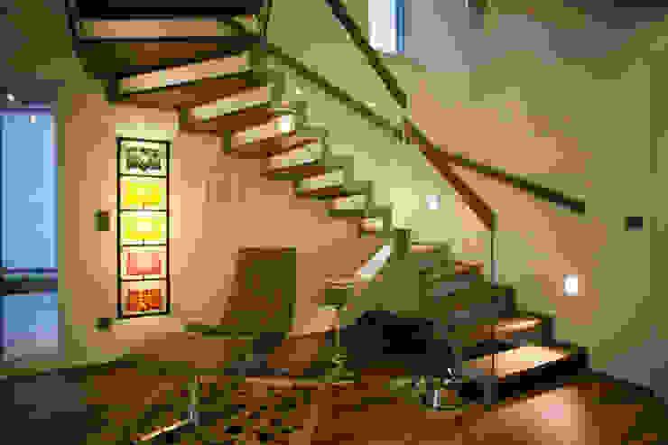 ELK Fertighaus GmbH 現代風玄關、走廊與階梯