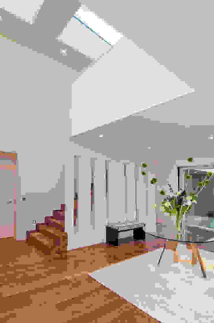 Modern corridor, hallway & stairs by ELK Fertighaus GmbH Modern