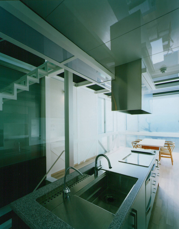 Modern kitchen by 原 空間工作所 HARA Urban Space Factory Modern
