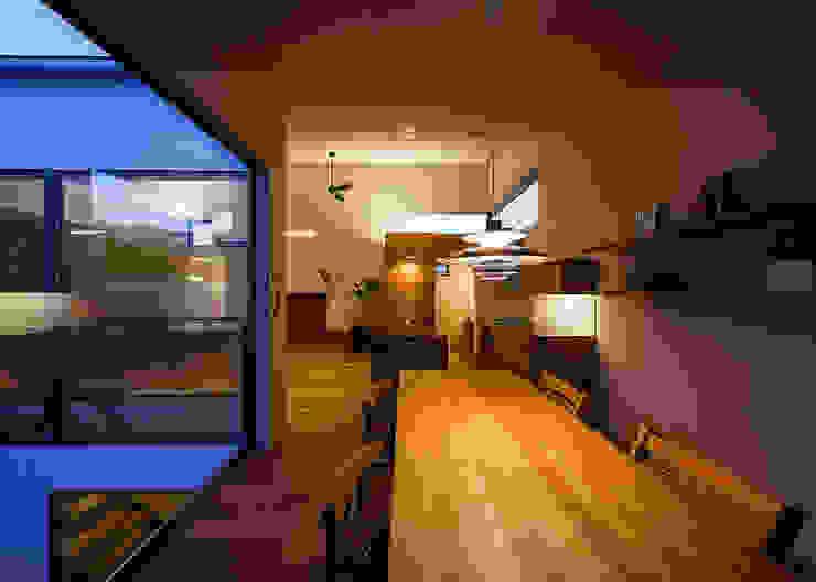 Comedores de estilo escandinavo de 一級建築士事務所haus Escandinavo