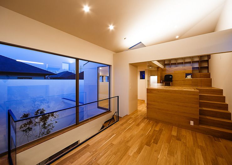 Salas de estilo escandinavo de 一級建築士事務所haus Escandinavo