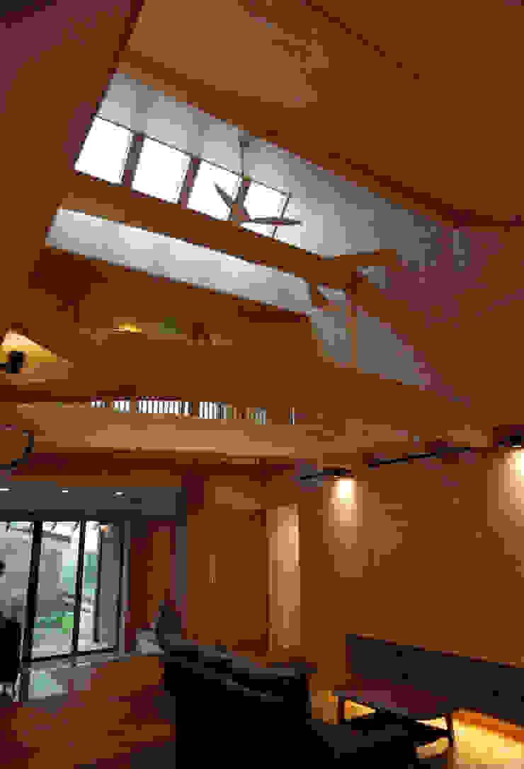 リビング カントリーデザインの リビング の 一級建築士事務所 ヒモトタクアトリエ カントリー