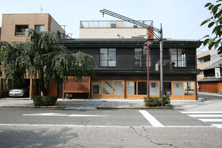 改修後外観: 一級建築士事務所 ヒモトタクアトリエが手掛けた折衷的なです。,オリジナル