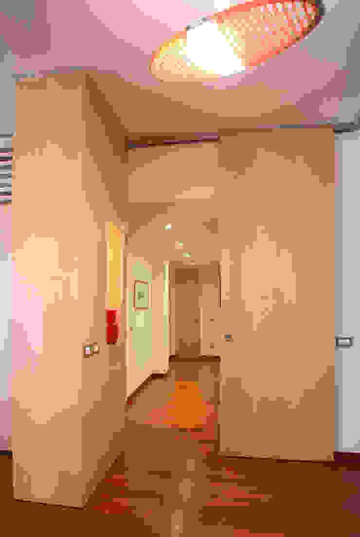 isabella maruti architetto Corridor, hallway & stairsStorage