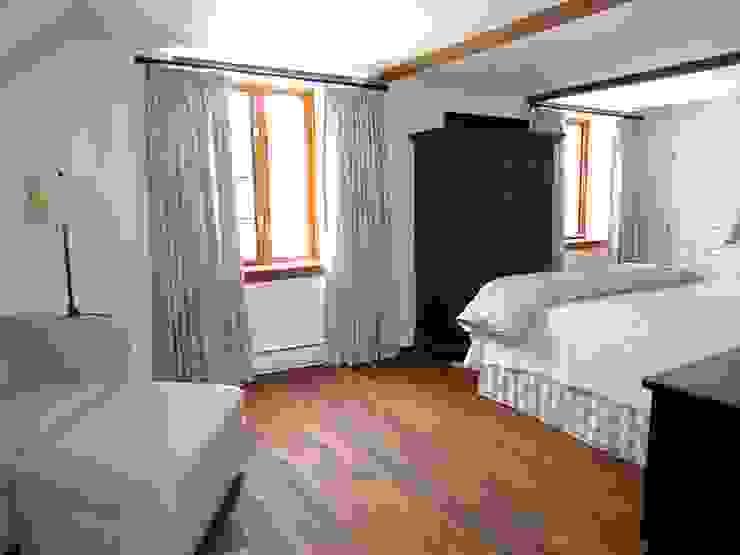 Country Farmhouse Chambre originale par Kathryn Osborne Design Inc. Éclectique