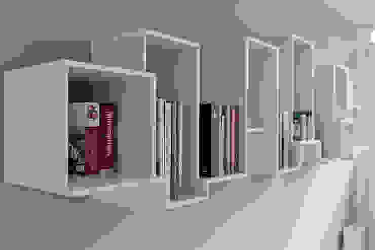 Skyline bookshelve: modern  door Nick Ronde Ontwerpen, Modern