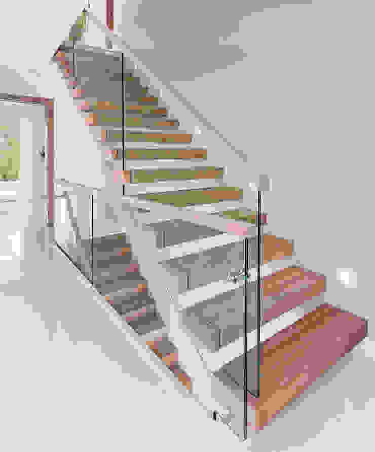 Trąbczyński Minimalist corridor, hallway & stairs
