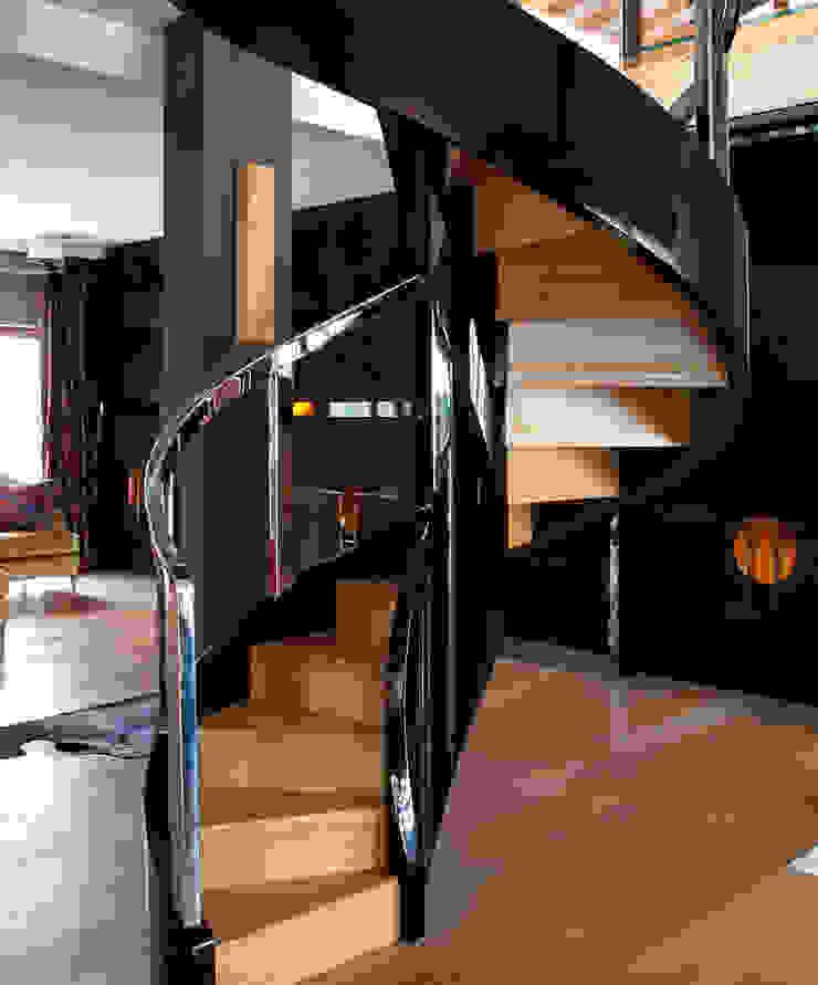 ST780 Schody nowoczesne gięte / ST780 Modern Curved Stairs Nowoczesny korytarz, przedpokój i schody od Trąbczyński Nowoczesny