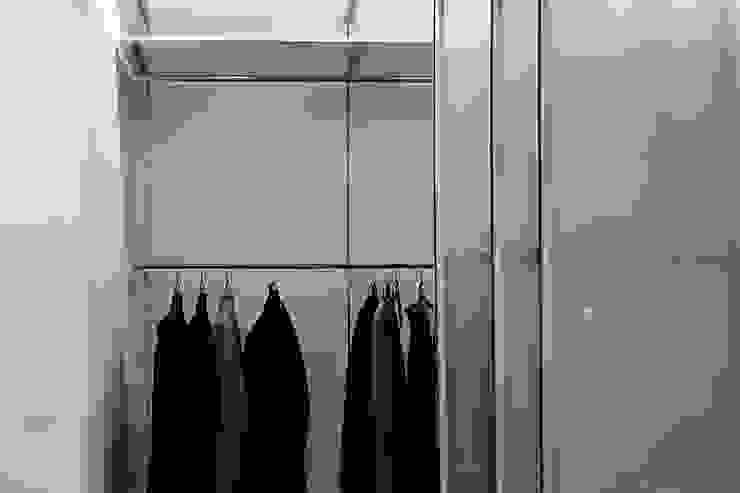 встроенный шкаф в спальне от студия Дизайн Квадрат Лофт