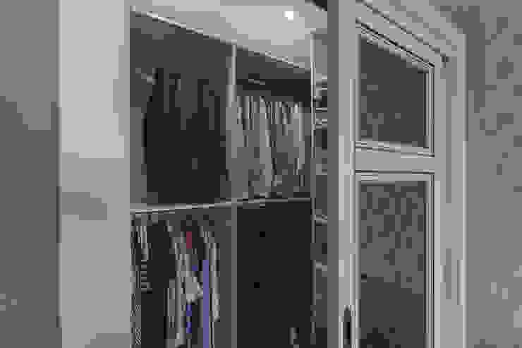Спальня в американском стиле, встроенная гардеробная. от студия Дизайн Квадрат Классический