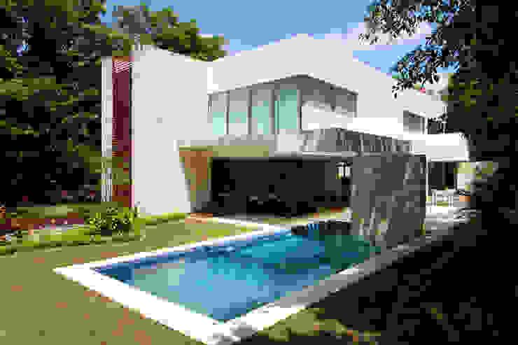Casa entre Arboles Casas modernas de Enrique Cabrera Arquitecto Moderno