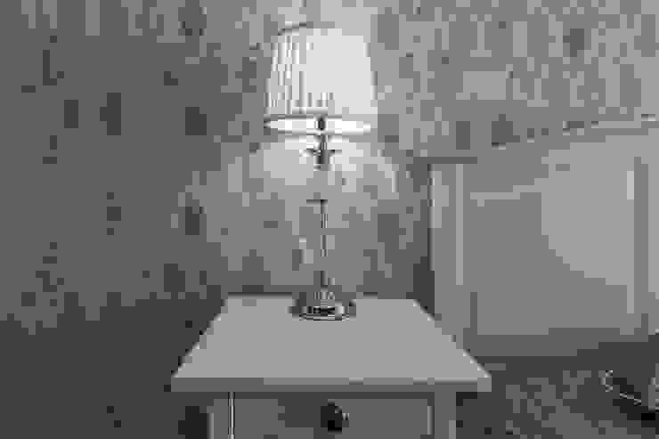 Спальня в американском стиле, настольная лампа. от студия Дизайн Квадрат Классический
