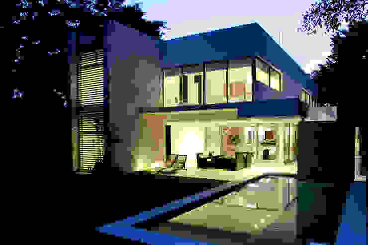Casa entre Arboles: Casas de estilo  por Enrique Cabrera Arquitecto, Moderno