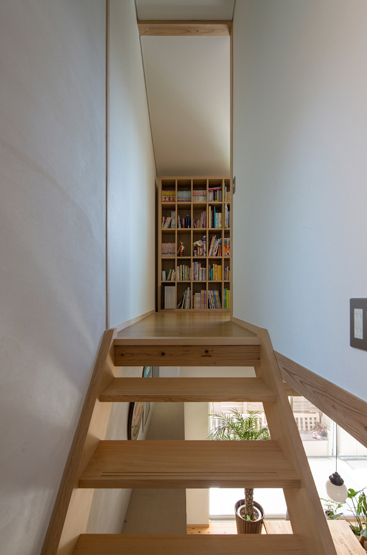 横浜の二世帯住宅 子供部屋へ続く階段廊下 モダンデザインの 子供部屋 の 一級建築士事務所 感共ラボの森 モダン