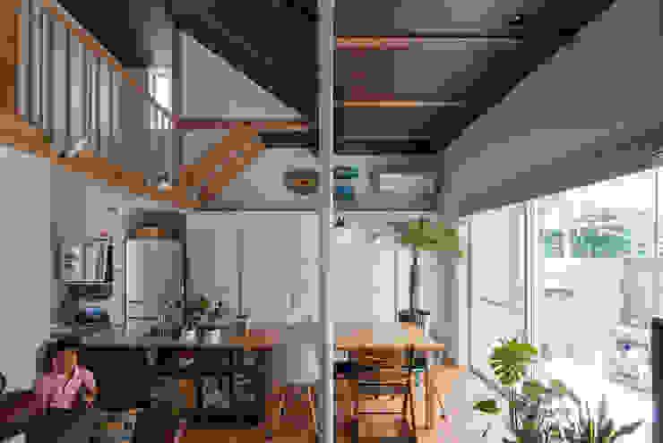 모던스타일 거실 by 一級建築士事務所 感共ラボの森 모던