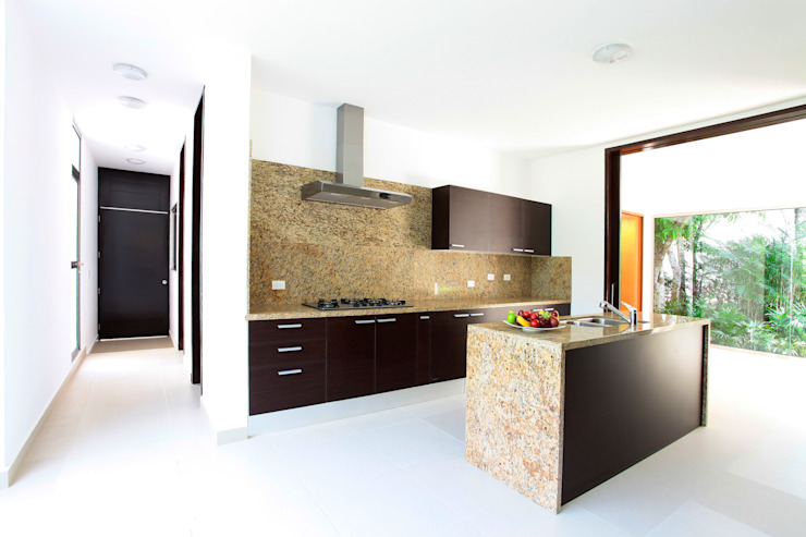 Modern kitchen by Enrique Cabrera Arquitecto Modern
