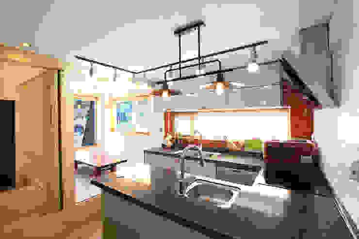 부부공간 주방: 주택설계전문 디자인그룹 홈스타일토토의  주방,모던