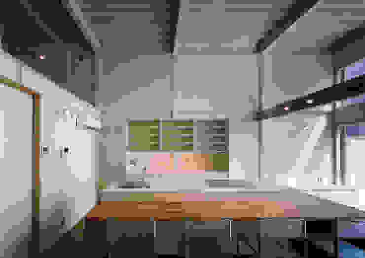 Modern Kitchen by 中間建築設計工房/NAKAMA ATELIER Modern