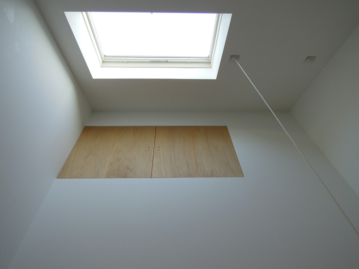 Moderne Wohnzimmer von 長久保健二設計事務所 Modern