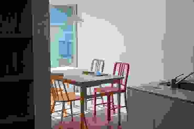 Moderne Esszimmer von 長久保健二設計事務所 Modern