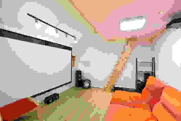 주택설계전문 디자인그룹 홈스타일토토 Salas de entretenimiento de estilo moderno