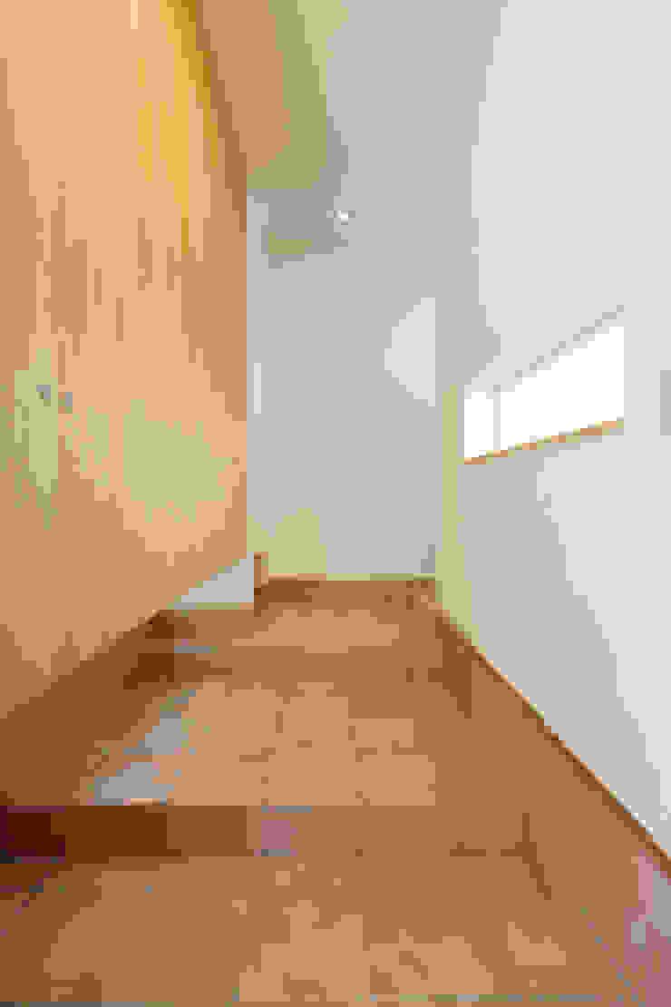 玄関 モダンな 壁&床 の 株式会社かんくう建築デザイン モダン