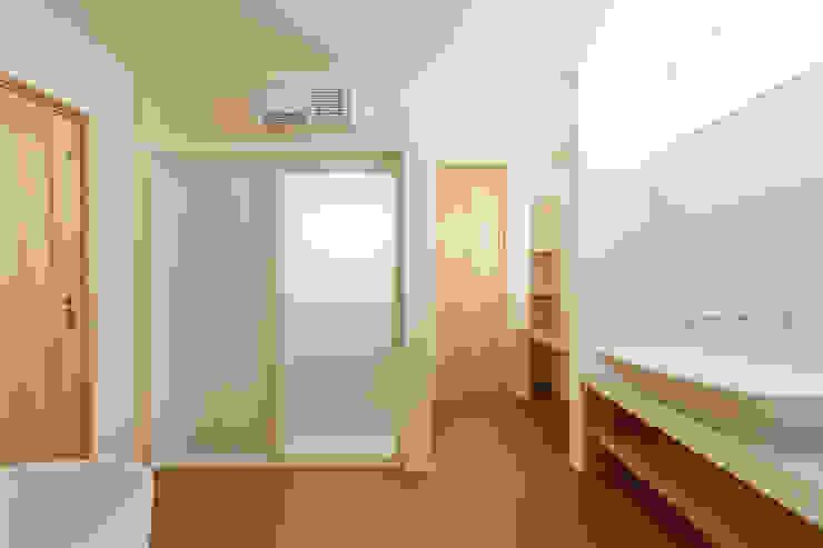 洗面脱衣室 モダンスタイルの お風呂 の 株式会社かんくう建築デザイン モダン