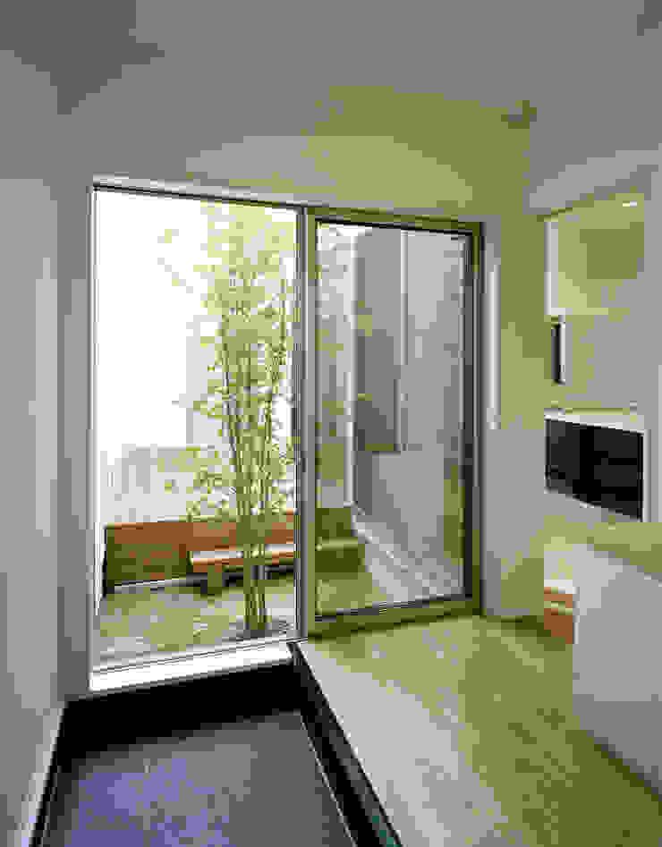 Modern Garden by 中間建築設計工房/NAKAMA ATELIER Modern