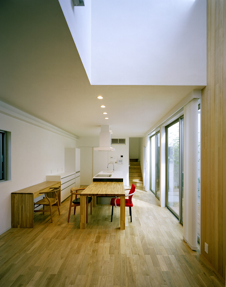 Modern Living Room by 中間建築設計工房/NAKAMA ATELIER Modern