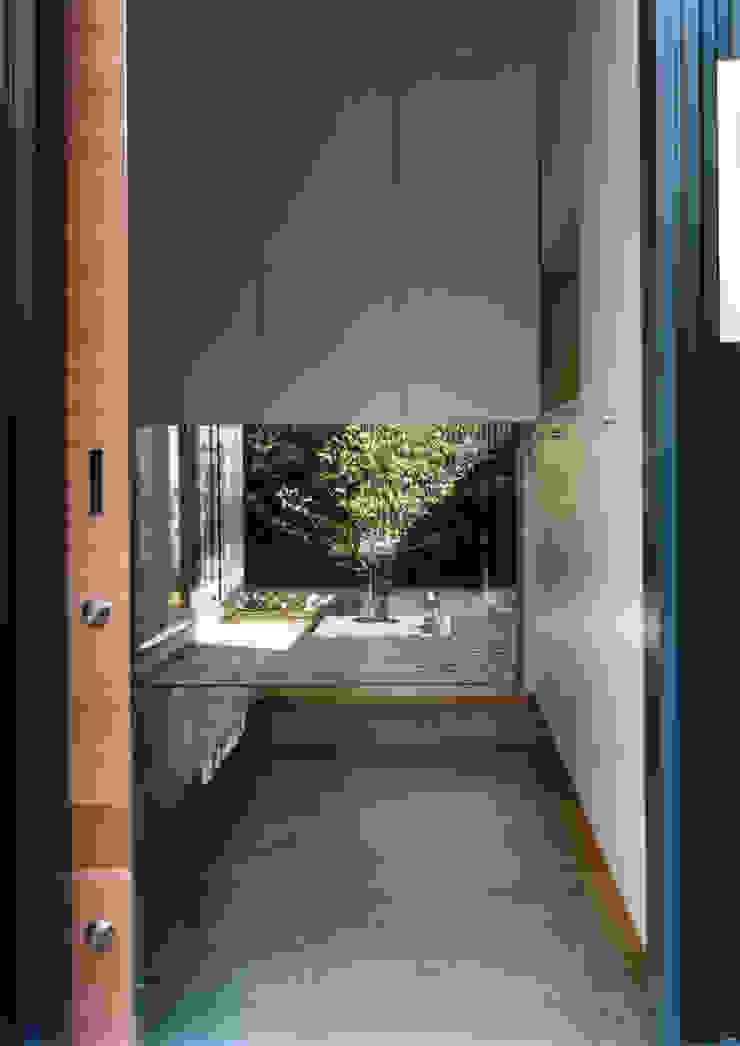 大東の家 モダンな庭 の 中間建築設計工房/NAKAMA ATELIER モダン