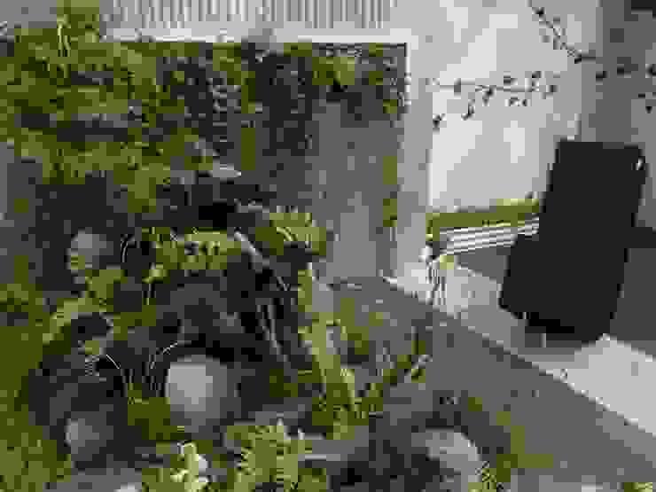 モダンスタイルの坪庭: 株式会社 髙橋造園土木  Takahashi Landscape Construction.Co.,Ltdが手掛けた庭です。,